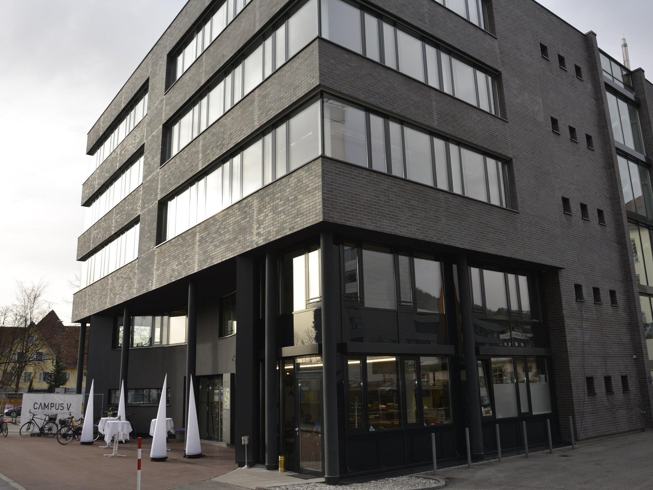Das ehemalige Competence Center an der Stadtstraße 33 erstrahlt in neuem Glanz.