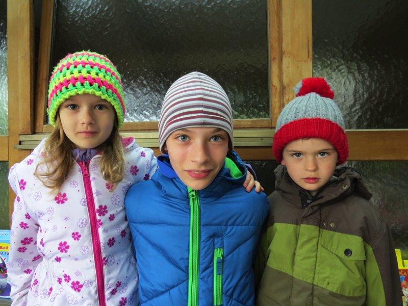 Emma, Martin und Stefan waren mit großer Begeisterung beim ersten Kinderflohmarkt dabei.