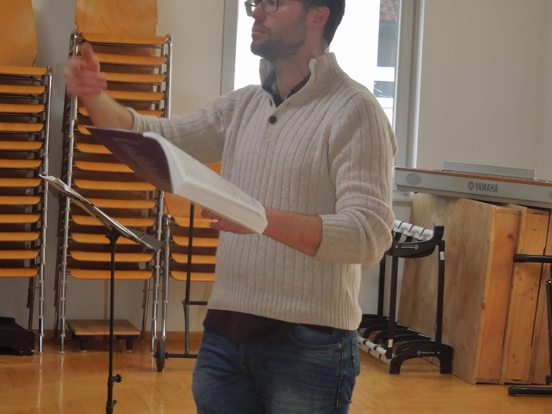"""Paul Faderny fungiert beim Projektchor """"Maa singt"""" wieder als Chorleiter."""