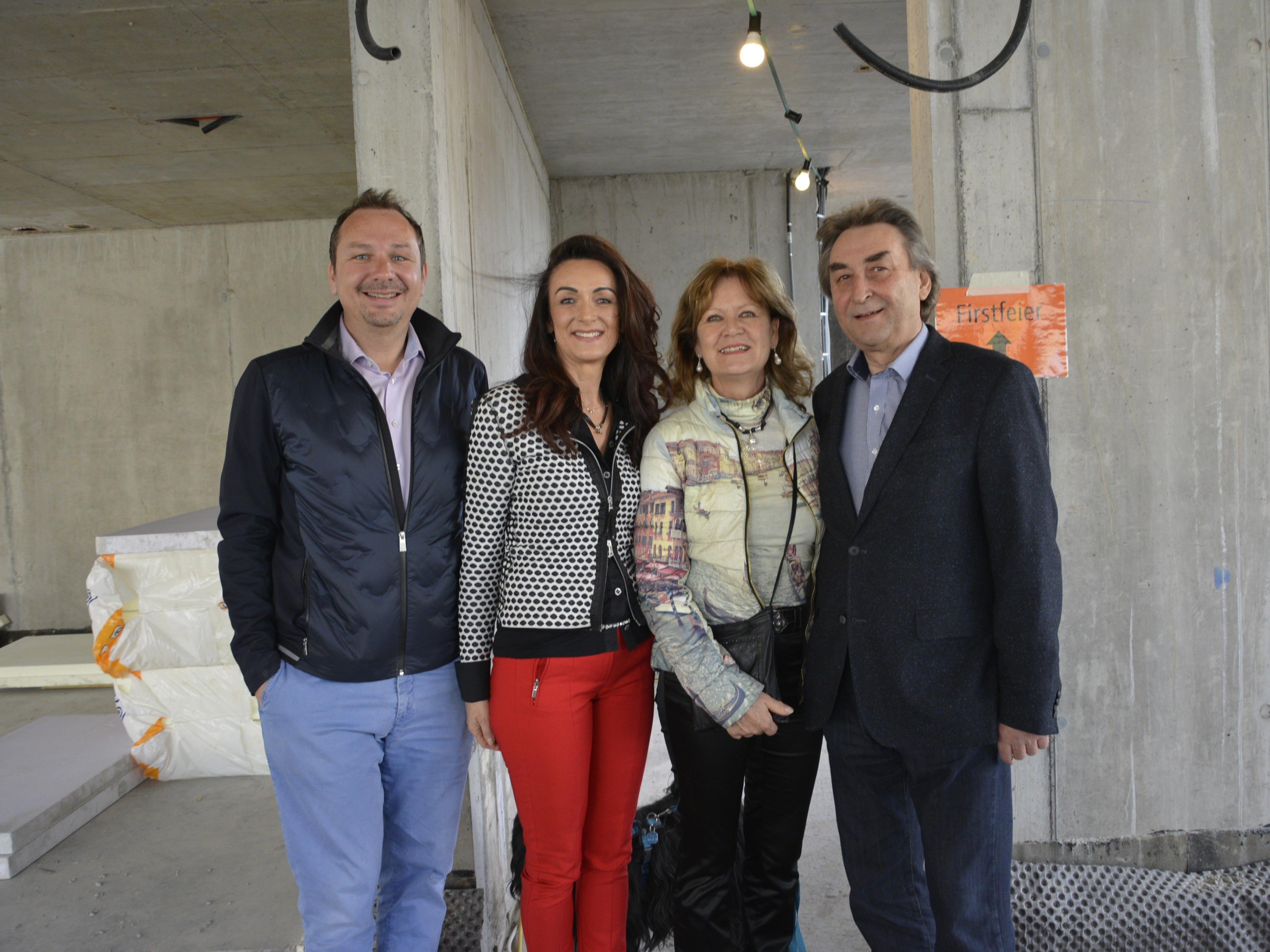 Das Team der Karrenblick Immobilien: Mag. Martin Kohler (GF), Angelika Alge, Johann Maugg (GF) mit Gattin Margitta.