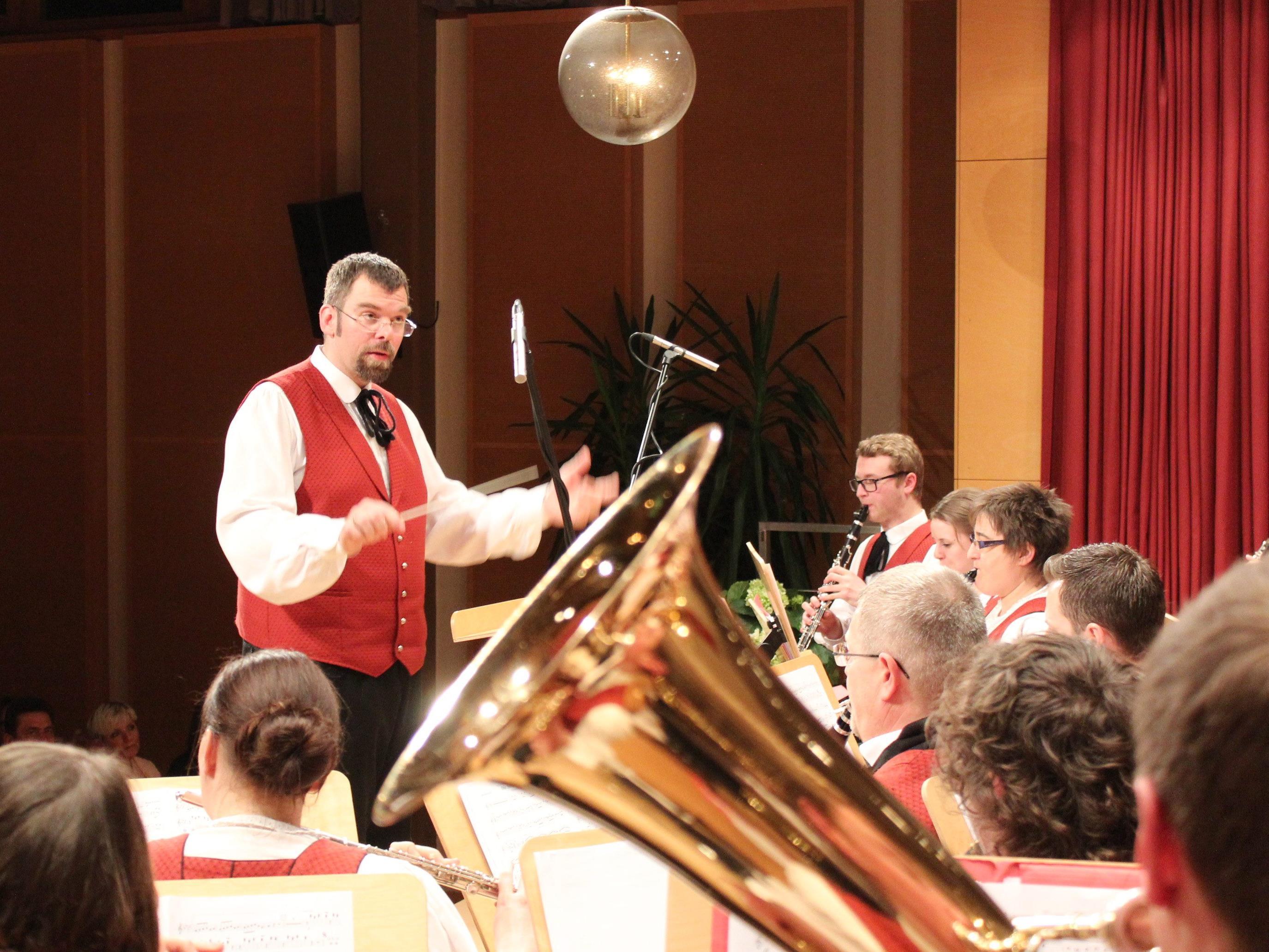 Kapellmeister Klaus Greiderer dirigierte das Frühjahrskonzert.