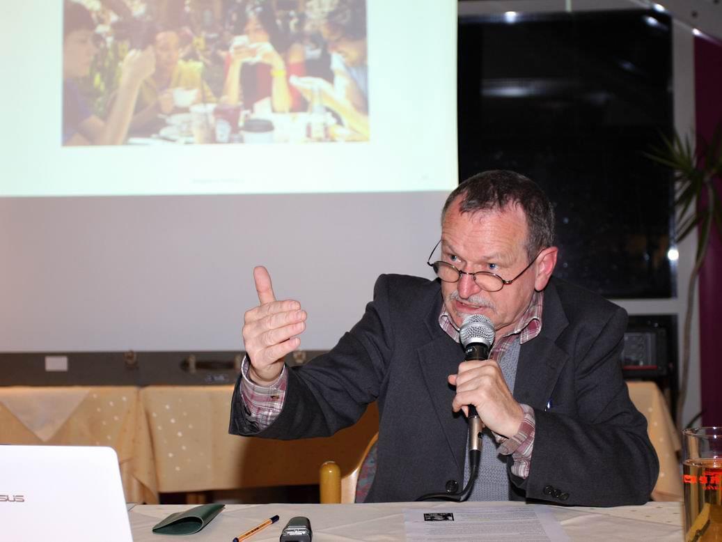 Am 20. April 2016 hält Peter Hensinger im Anschluss an die Jahreshauptversammlung des Elternvereins einen Vortrag am Bundesgymnasium Dornbirn.