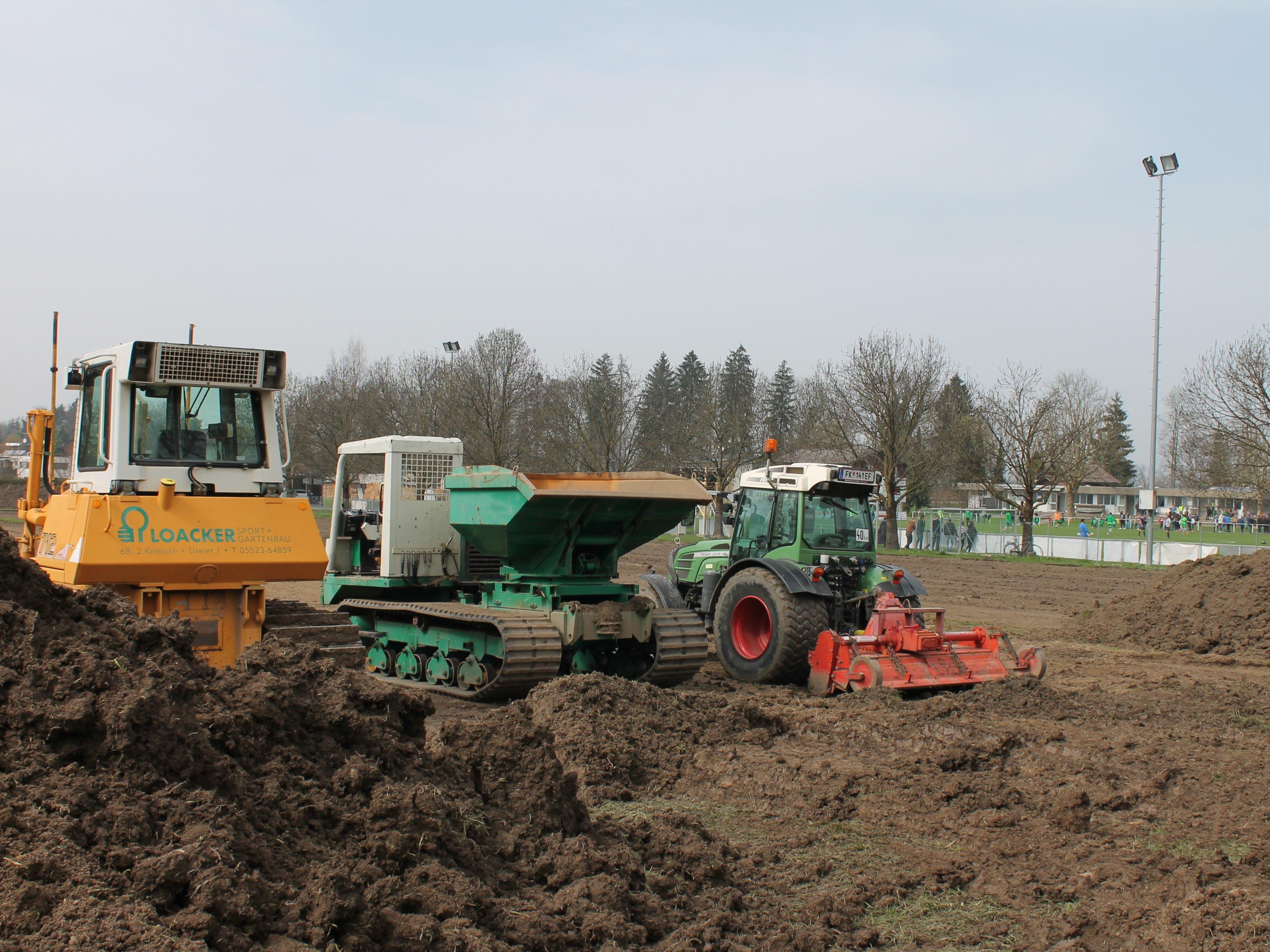 In Zukunft steht den Spielern des Hella DSV ein weiterer Trainingsplatz zur Verfügung. Die Baubarbeiten dazu, haben vergangene Woche begonnen.