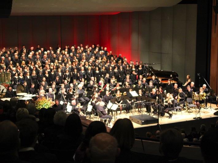 """Beeindruckend, stimmgewaltig und imposant zugleich war die Darbietung von 300 Mitwirkenden bei """"Carmina Burana""""."""