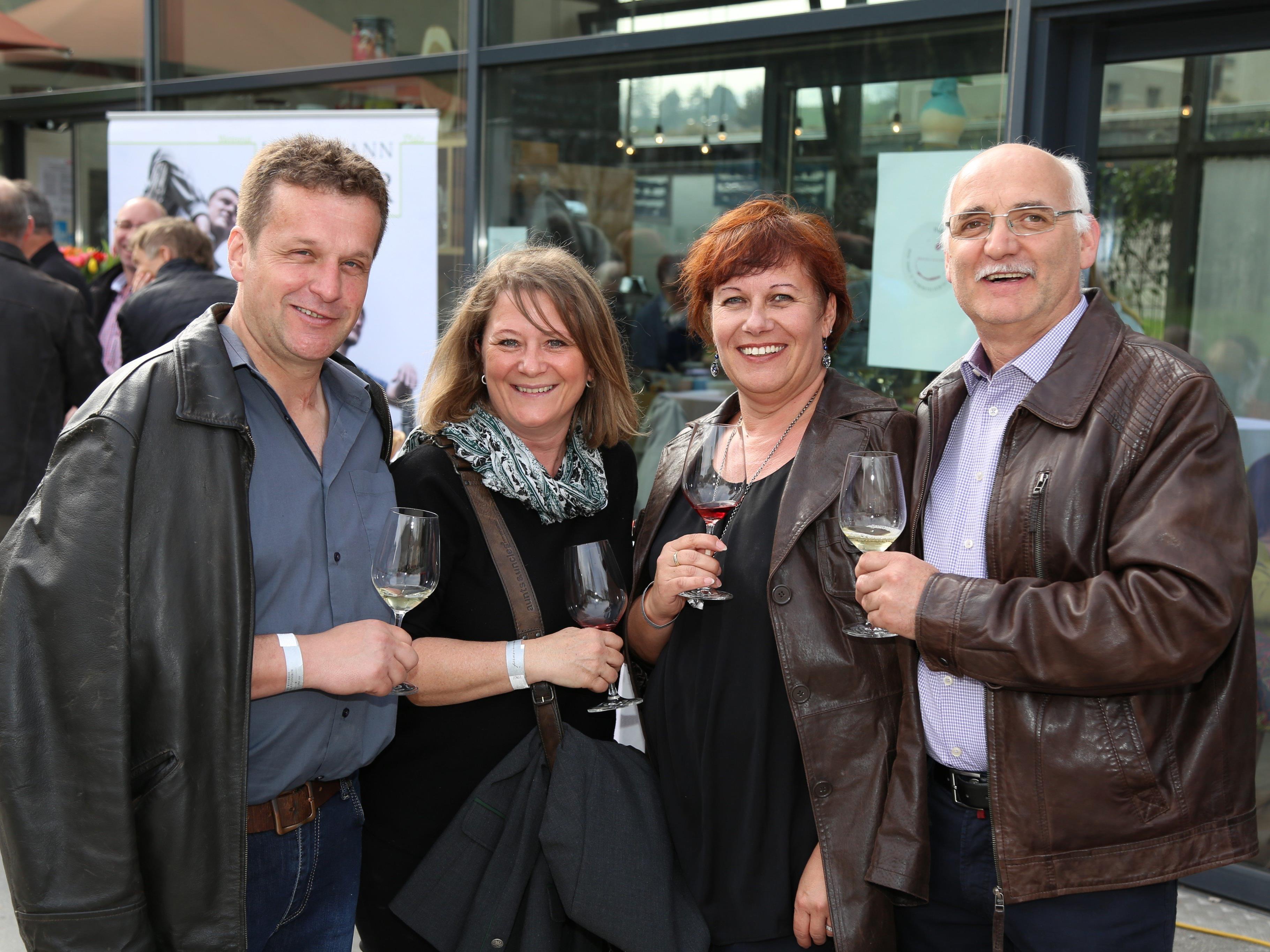 Harry, Andrea Michaela und Erhard genossen die Weinreise durch Feldkirch.