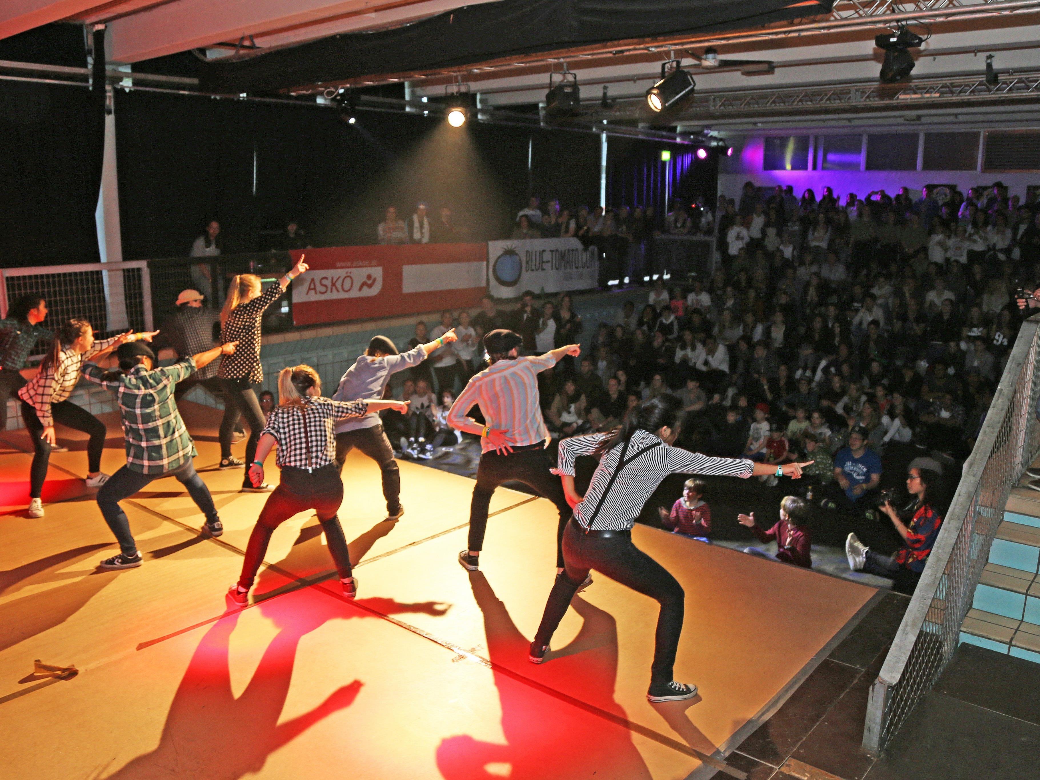 """347 Zuschauer sowie 167 Tänzer trafen sich beim """"City Pool Beatz Vol. 6"""" im Alten Hallenbad."""