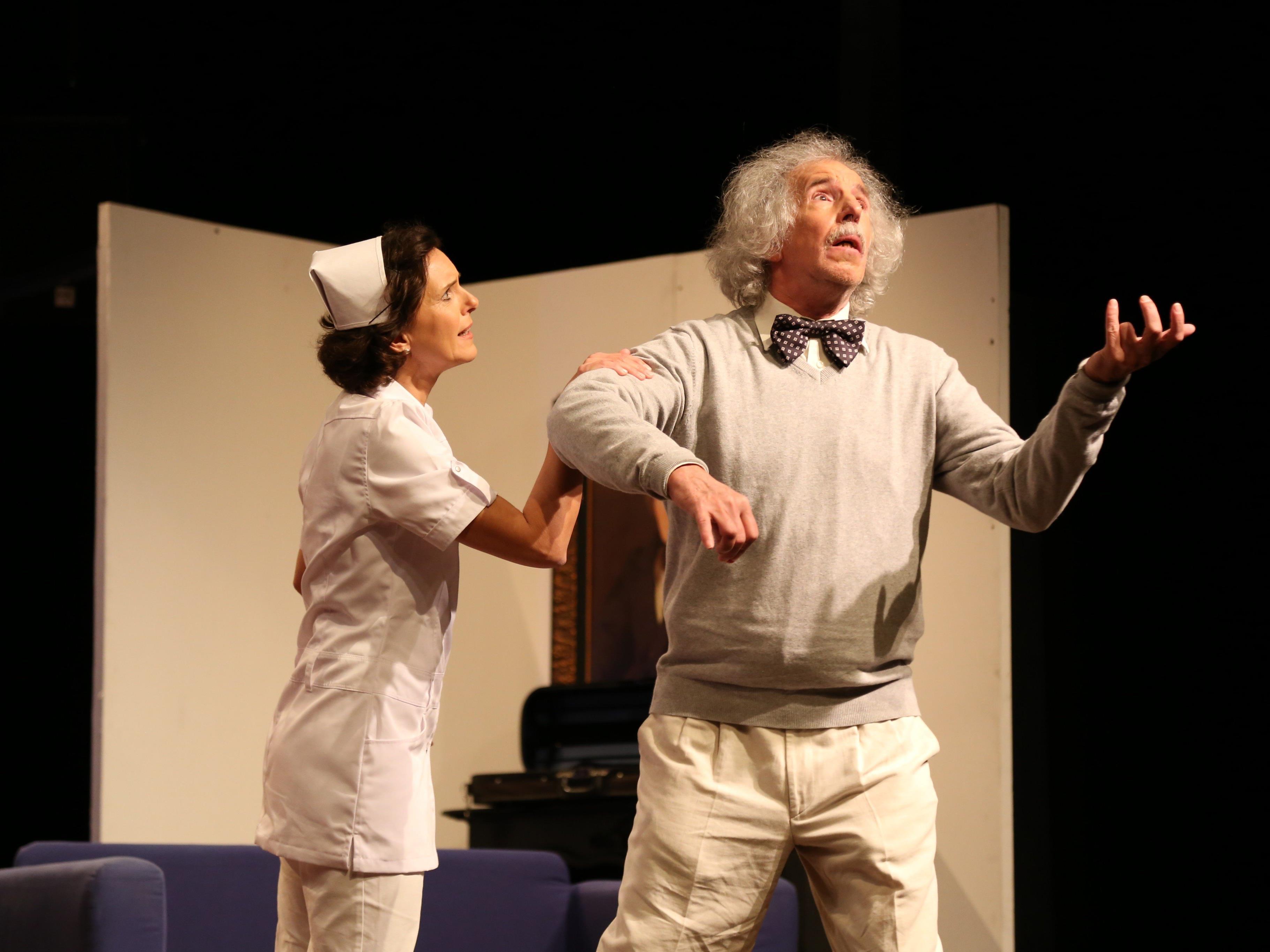 Was führen Einstein und Newton im Schilde? Die Theaterwerkstatt Feldkirch feierte eine erfolgreiche Premiere.