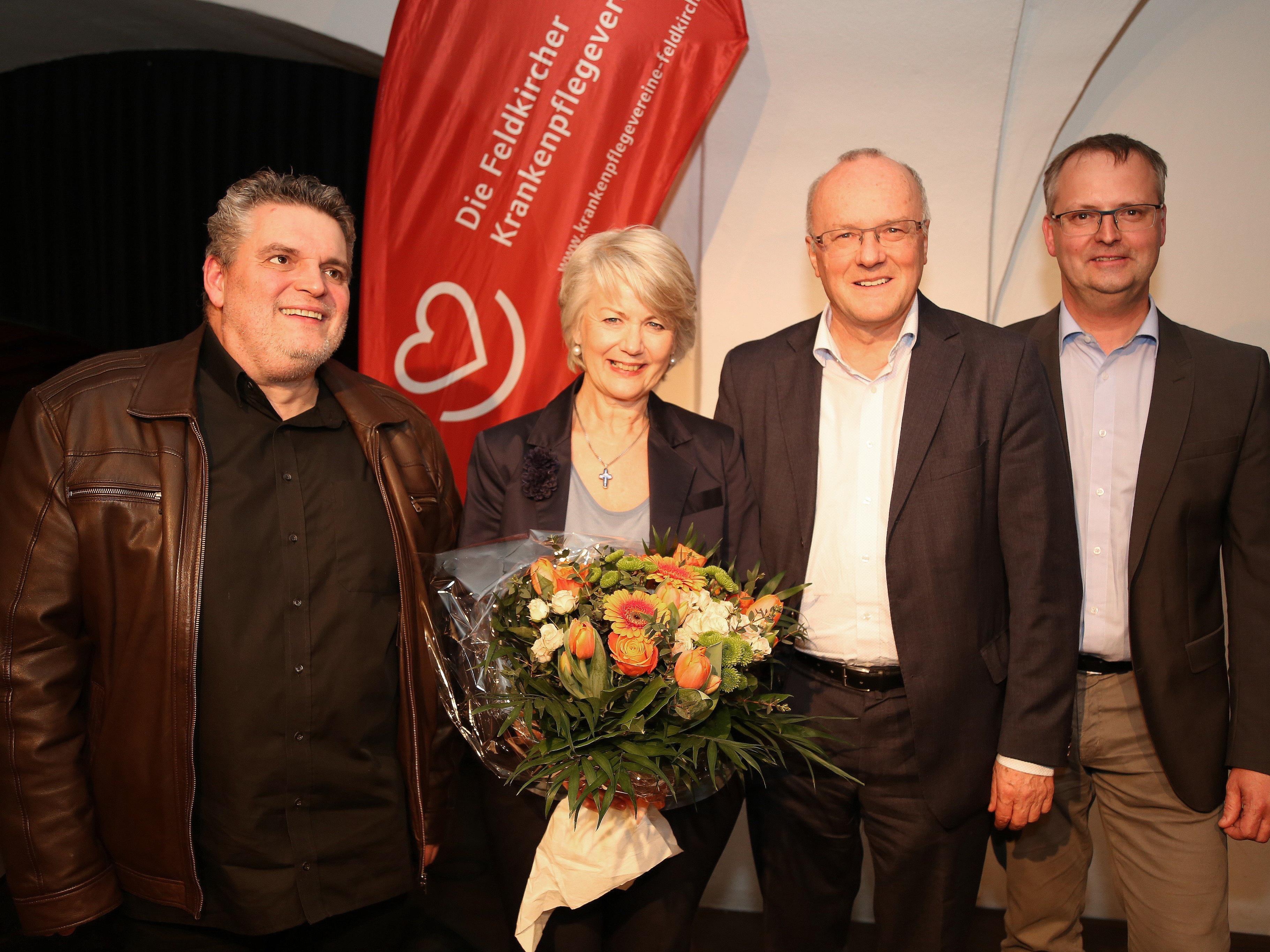 George Nussbaumer, Ilga Sausgruber, Primar Reinhard Haller und KPV-Obmann Herbert Lins im Theater am Saumarkt.