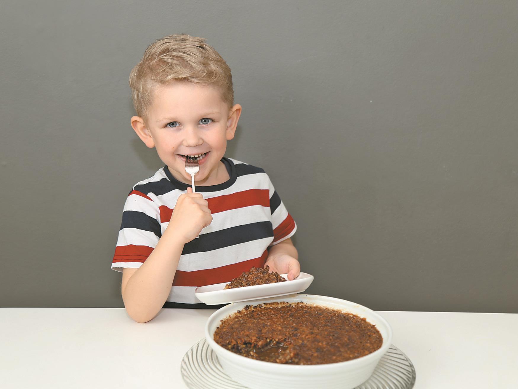 Jason Durell lässt sich nach getaner Arbeit seinen Pekannuss-Kuchen schmecken.