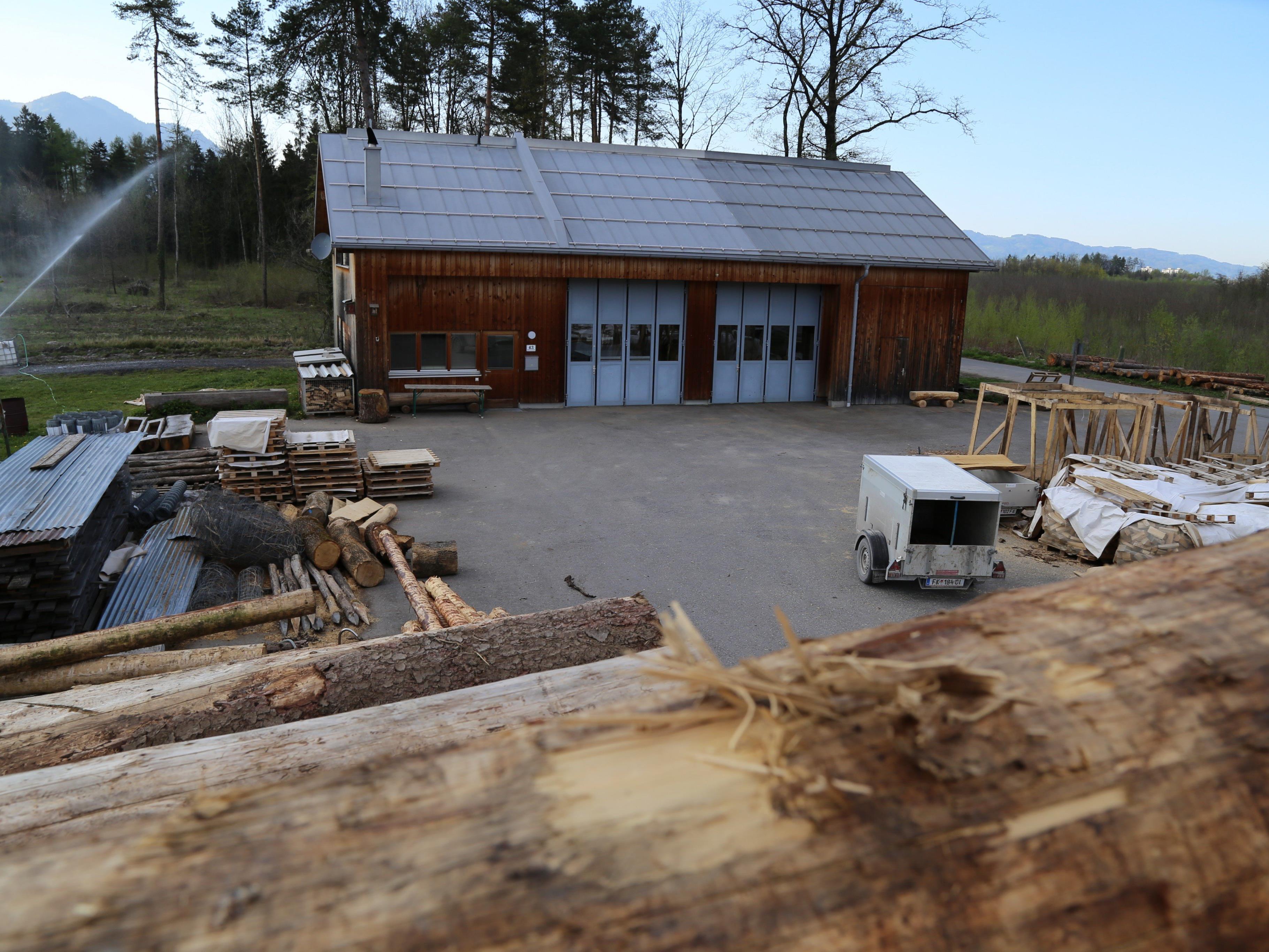 Der bestehende Forsthof der Agrar Altgemeinde Altenstadt soll um eine Hackschnitzelanlage erweitert werden.