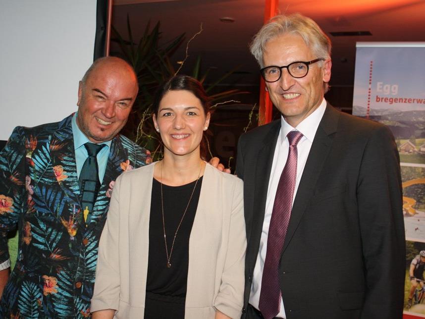 Moderator Heinz Wendel, Organisatorin Martina Heidegger und Bürgermeister Paul Sutterlüty.