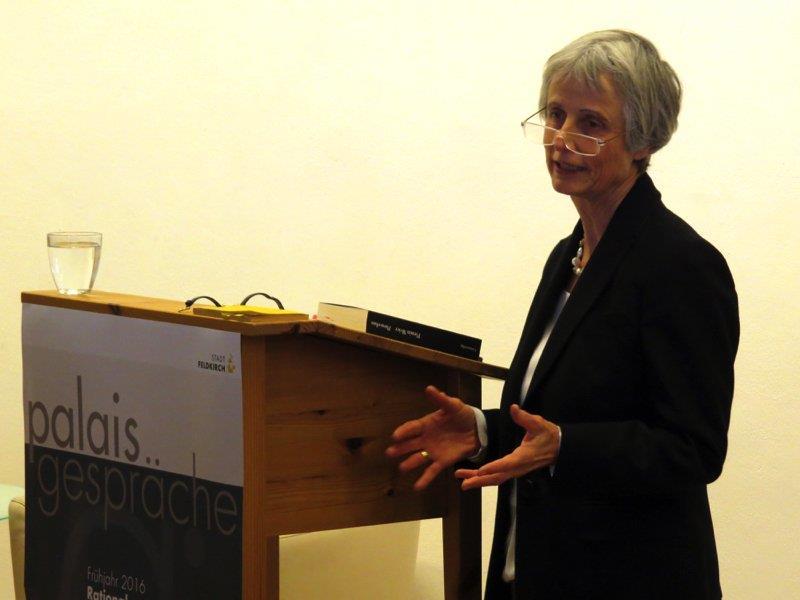Dr. Jutta Gnaiger-Rathmanner referierte über Hahnemann, Goethe oder Mesmer.
