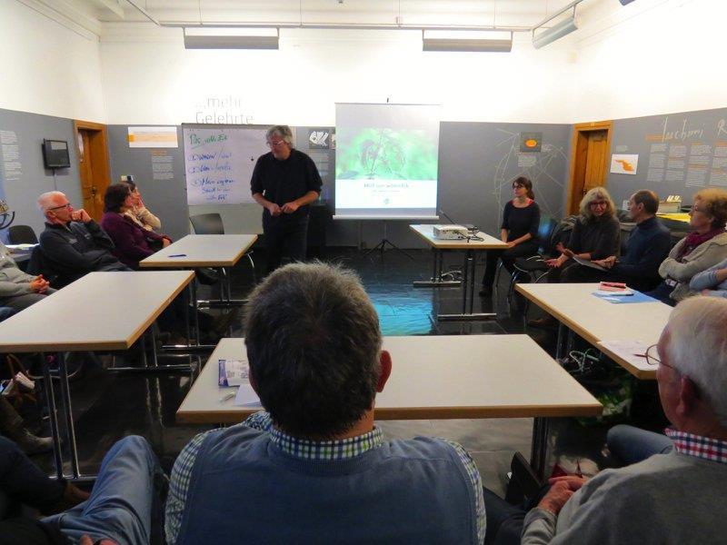 """Ein reger Austausch zum Thema """"wildes Ecke im Garten"""" fand beim Workshop im Palais Liechtenstein statt."""