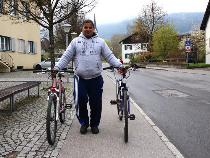 Onur wurde gleich doppelt fündig beim Radmarkt bei der Volksschule Hofen.
