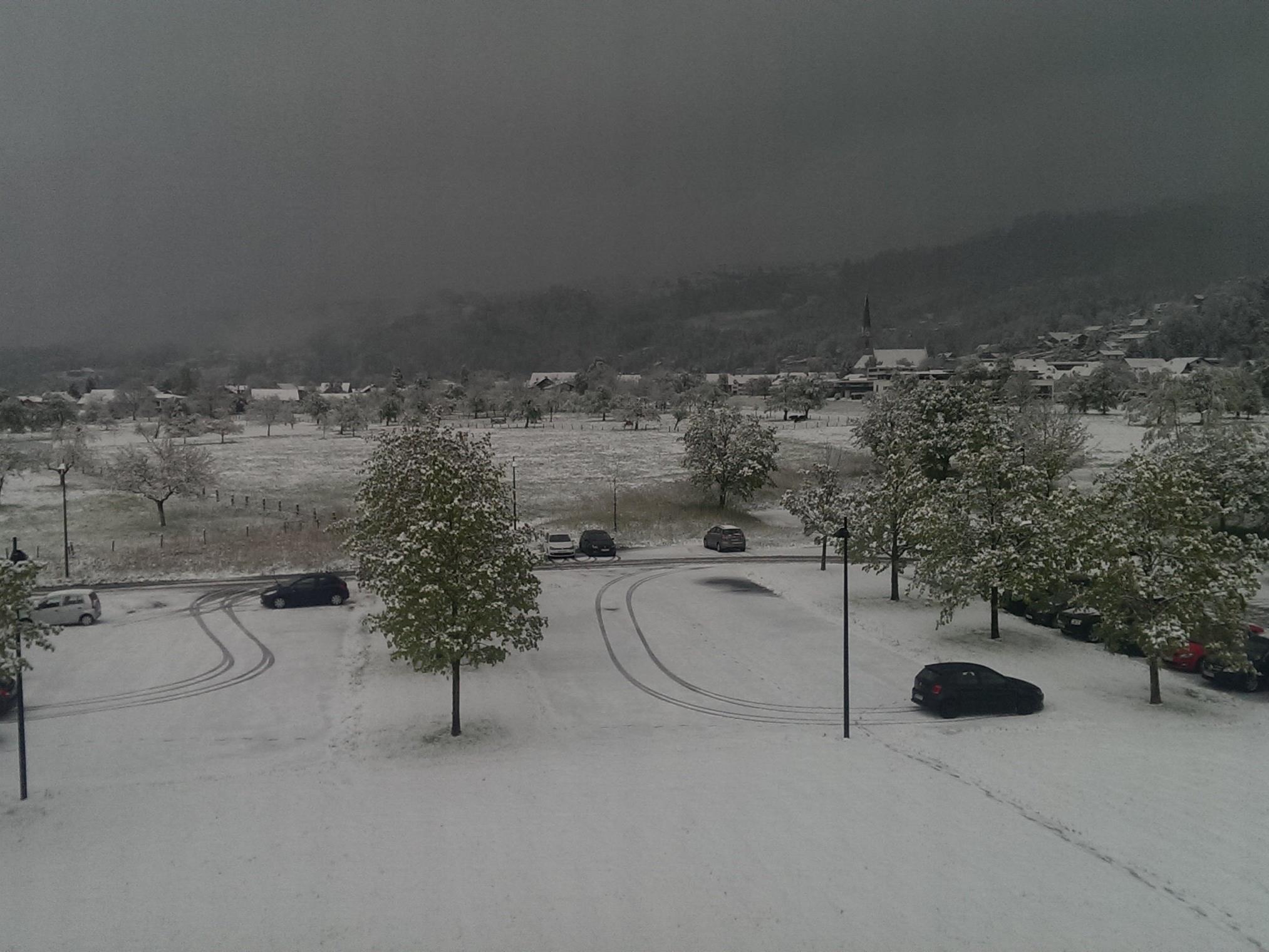 Blick Richtung Schwarzach am verschneiten Morgen des 25. April.