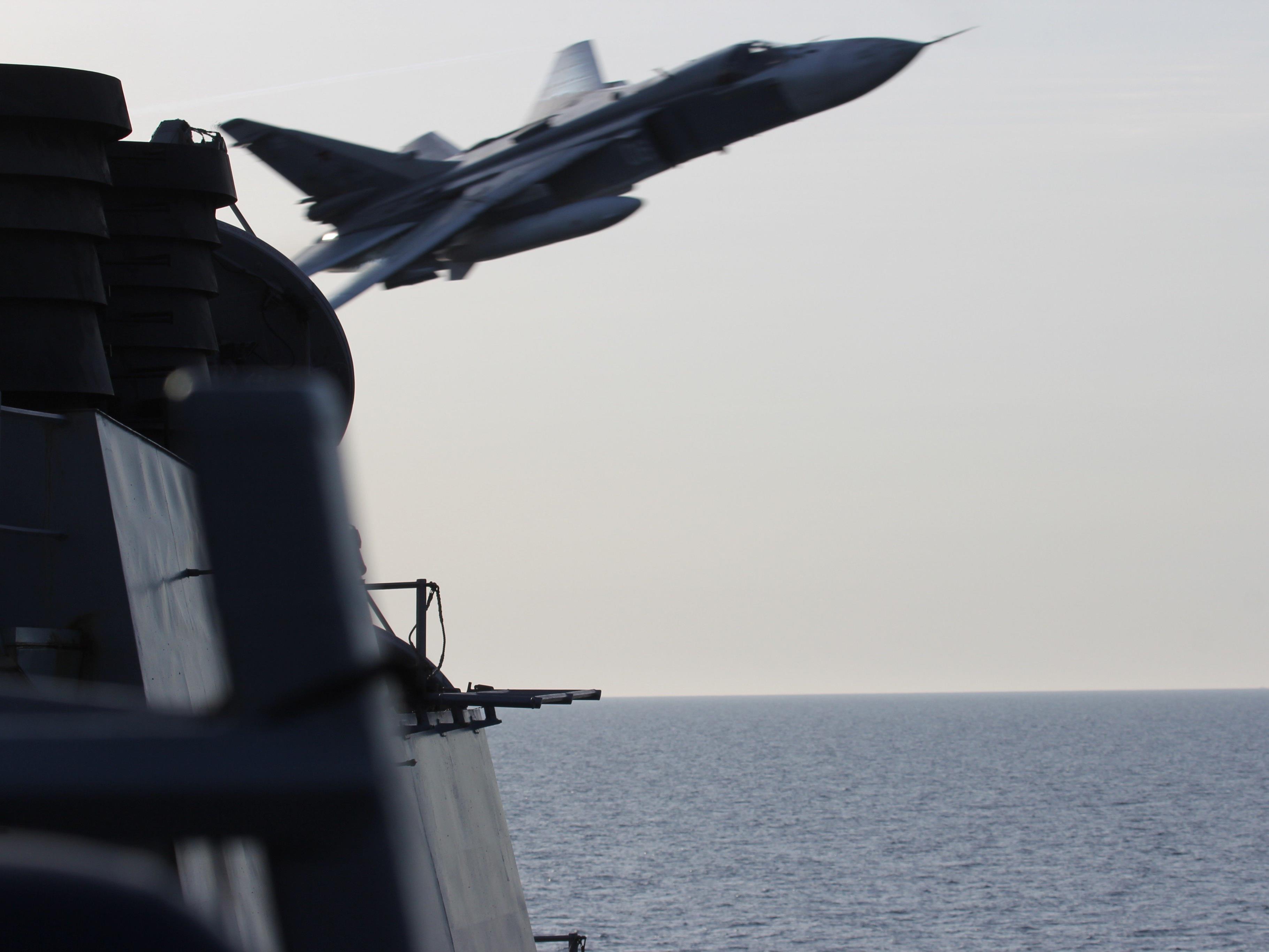 """Außenminister kritisiert Überflug von Zerstörer in Ostsee als """"provozierend"""" und """"gefährlich""""."""