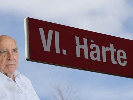 Dr. Albert Bohle erklärt im VOL.AT-Gespräch woher der Straßenname die Härte stammt.