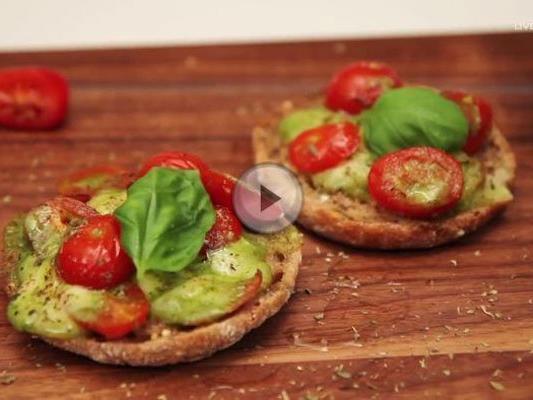 Schnelles Rezept für leckere und gesunde Pizza-Brötchen.