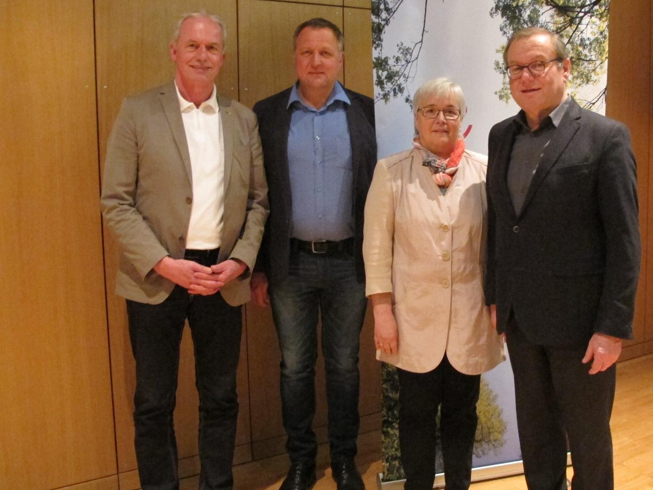 Bürgermeister Gottfried Brändle, Obmann Markus Humml, Kassierin Ingeborg Hellweger, Landesobmann Herbert Schwendinger