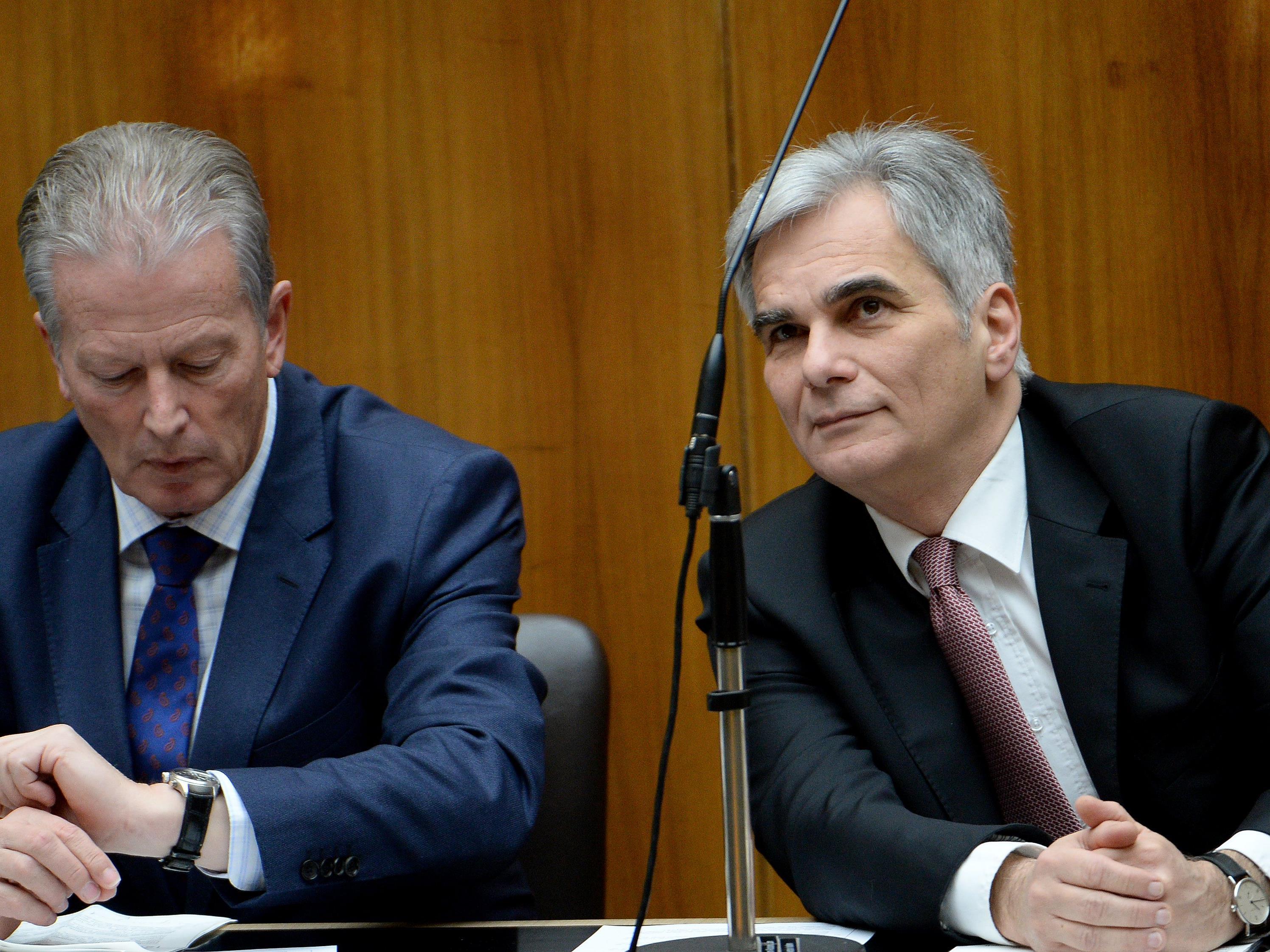 Überleben nach dem Wahldesaster. Personelle Konsequenzen bei SPÖ und ÖVP bleiben wohl aus.
