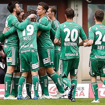 Torjubel Rapid Wien v.l. Stefan Nutz (SK Rapid Wien), Torschütze Florian Kainz (SK Rapid Wien), Maximilian Hofmann (SK Rapid Wien), Stephan Auer (SK Rapid Wien)