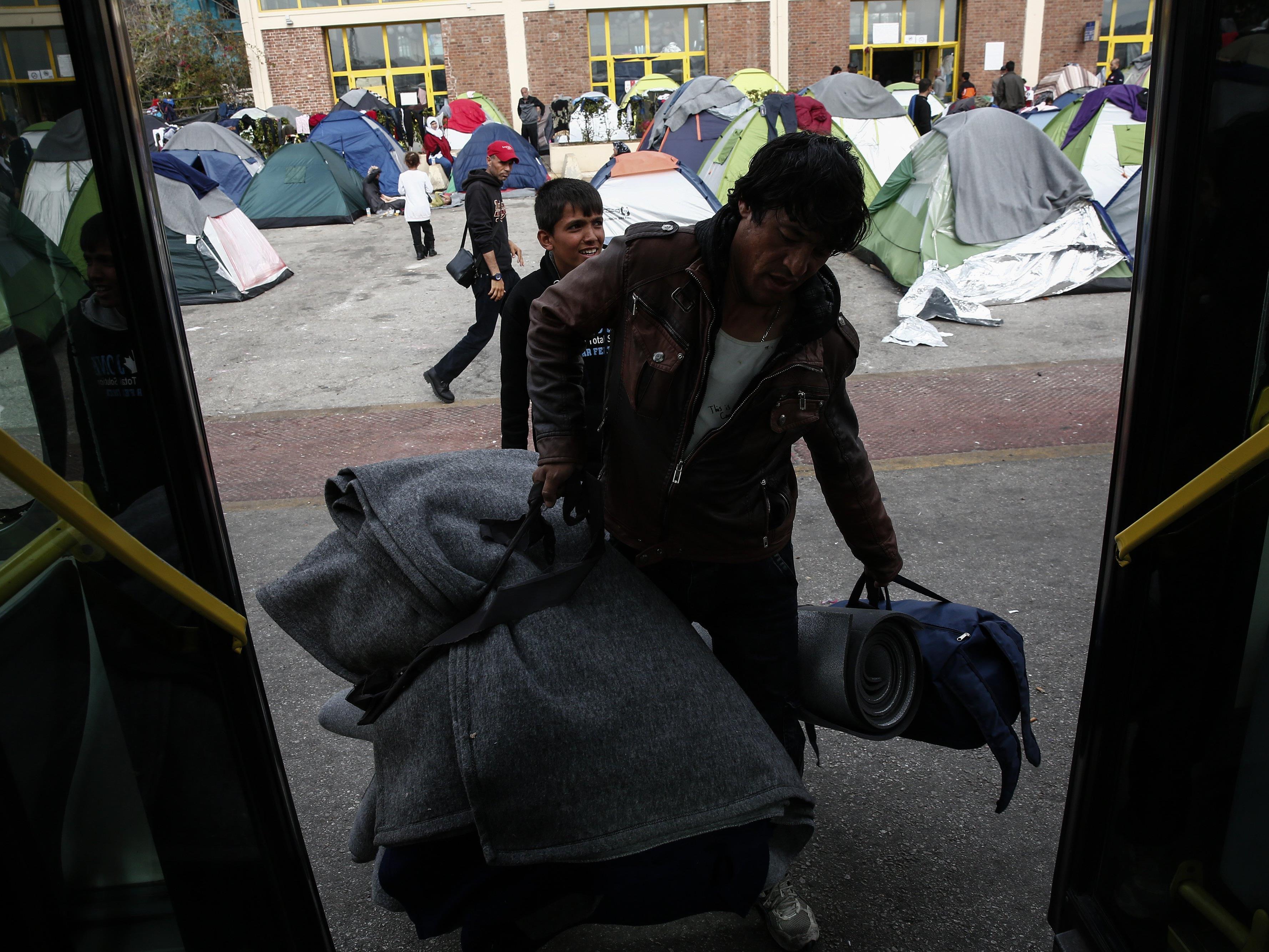 Pakt mit der Türkei sieht eine Rückführung von Migranten nach Griechenland vor - Menschenrechtler sind empört.