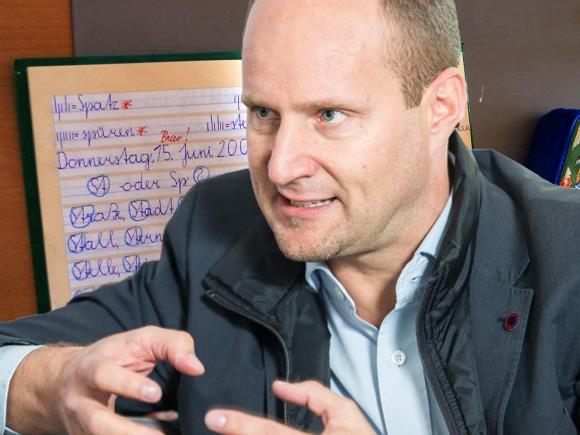 Matthias Strolz poltert und nimmt die ÖVP ins Visier.