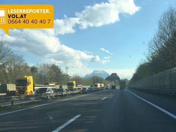 Massiver Stau nach Unfall auf A14 Richtung Lindau.