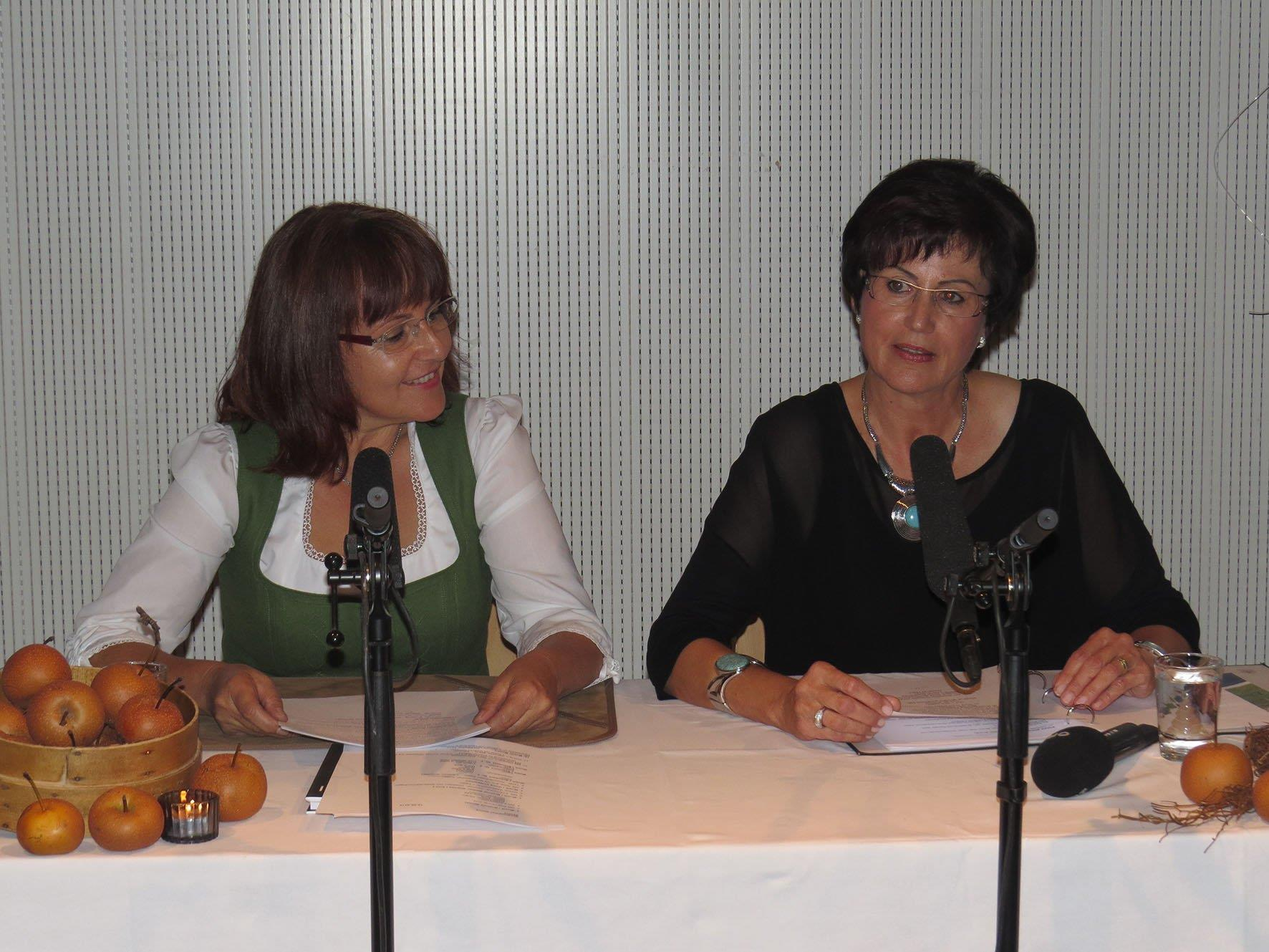 Astrid Marte rechts im Bild Mundart-Mai Teilnehmerin