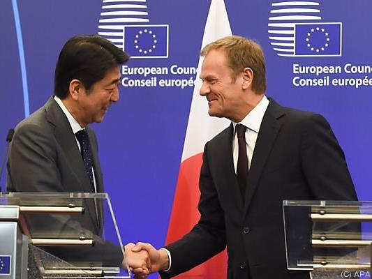 Shinzo Abe bei Donald Tusk in Brüssel