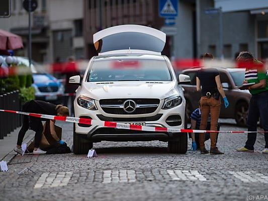 Schüsse dürften aus einem fahrenden Auto abgegeben worden sein