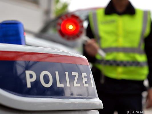 Die Polizei sucht nach dem Unfalllenker