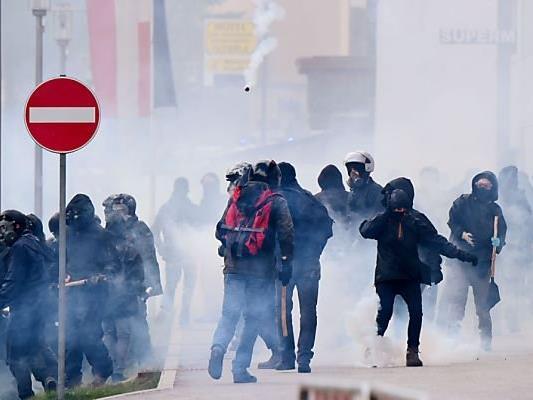 Zusammenstöße linker Aktivisten mit der Polizei