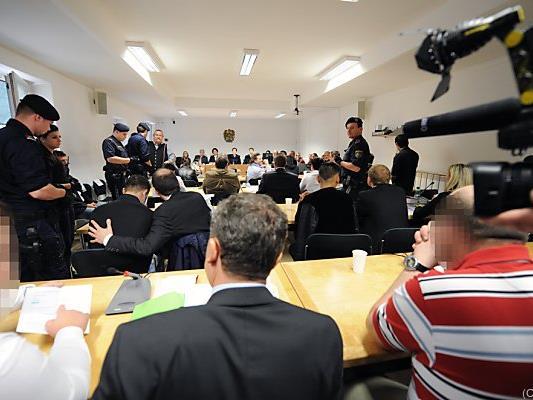 Gleich zwölf Angeklagte müssen sich vor Gericht verantworten