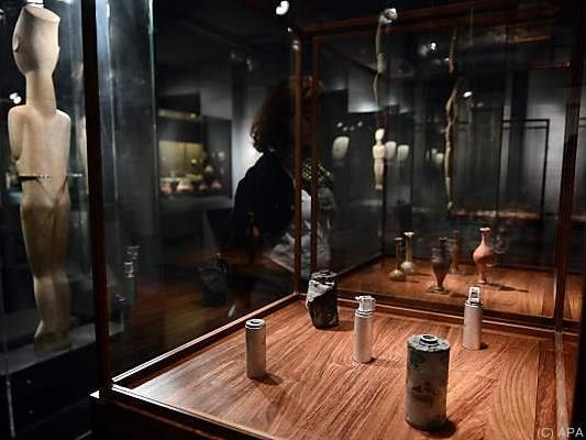 """Das Werk """"Tränenflasche/Tränengaskanister"""" von Ai Weiwei"""