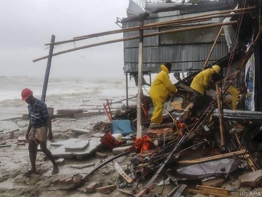 Halbe Million Menschen auf der Flucht vor Tropensturm Roanu