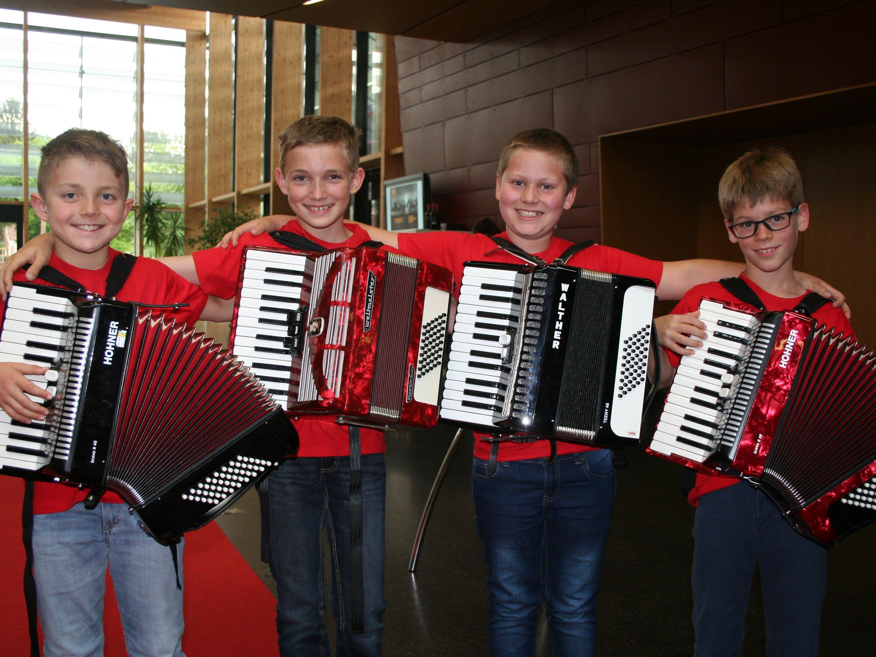Samuel, Lukas, Samuel und Tobias von der Musikschule Tonart sorgten für einen tollen Gastauftritt.