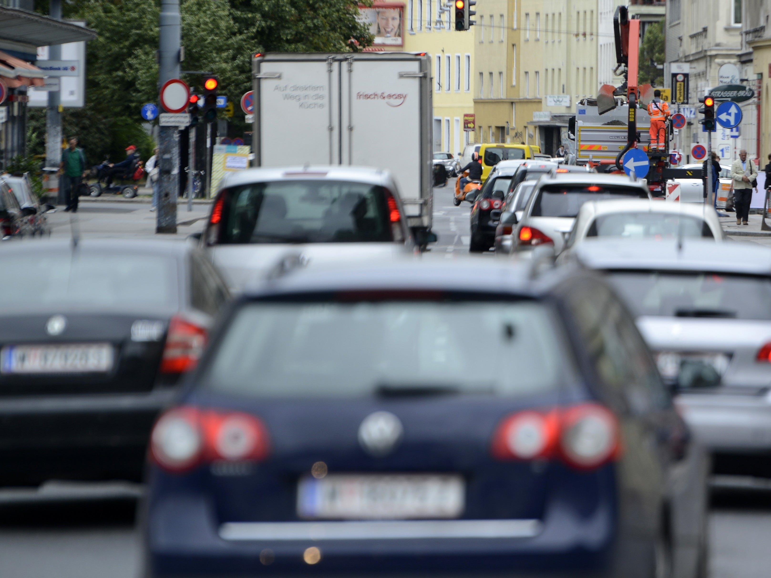 Viele Autofahrer halten nicht genügend Abstand.