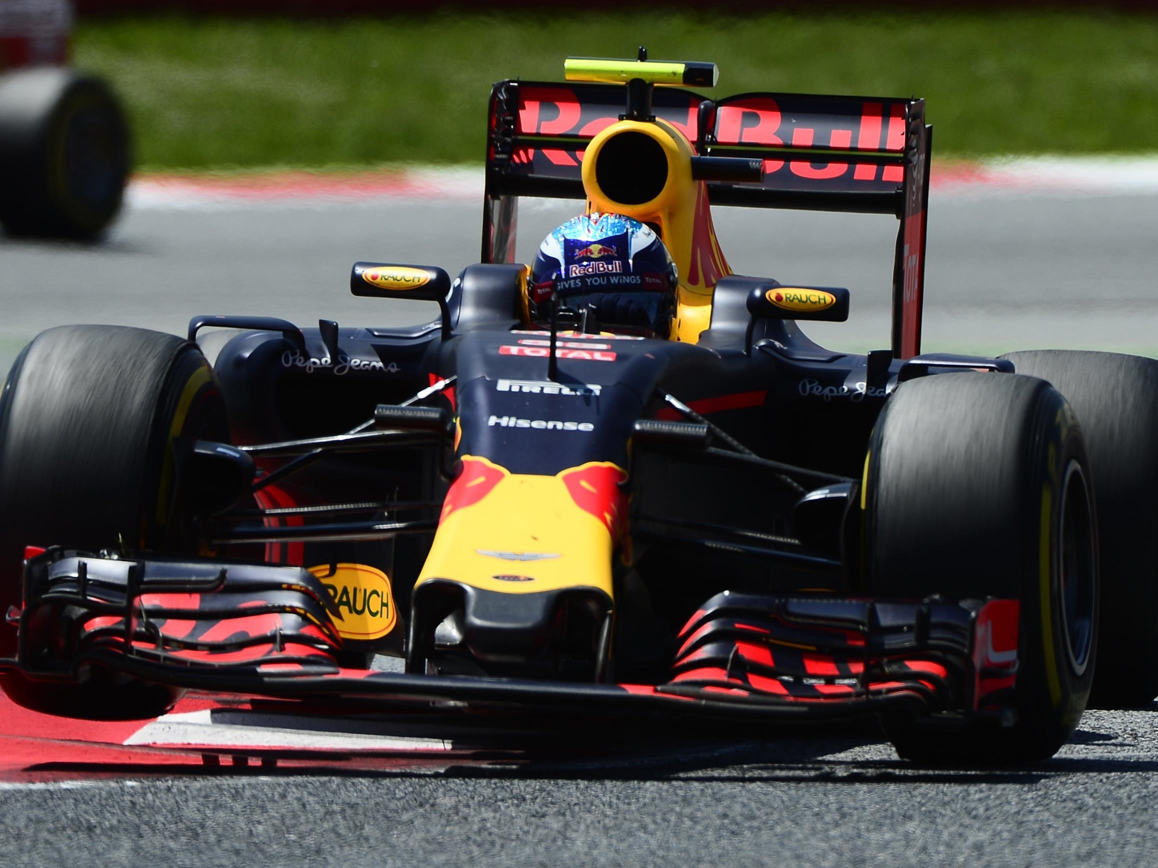 18-Jähriger triumphierte in Spanien vor Räikkönen und Vettel.