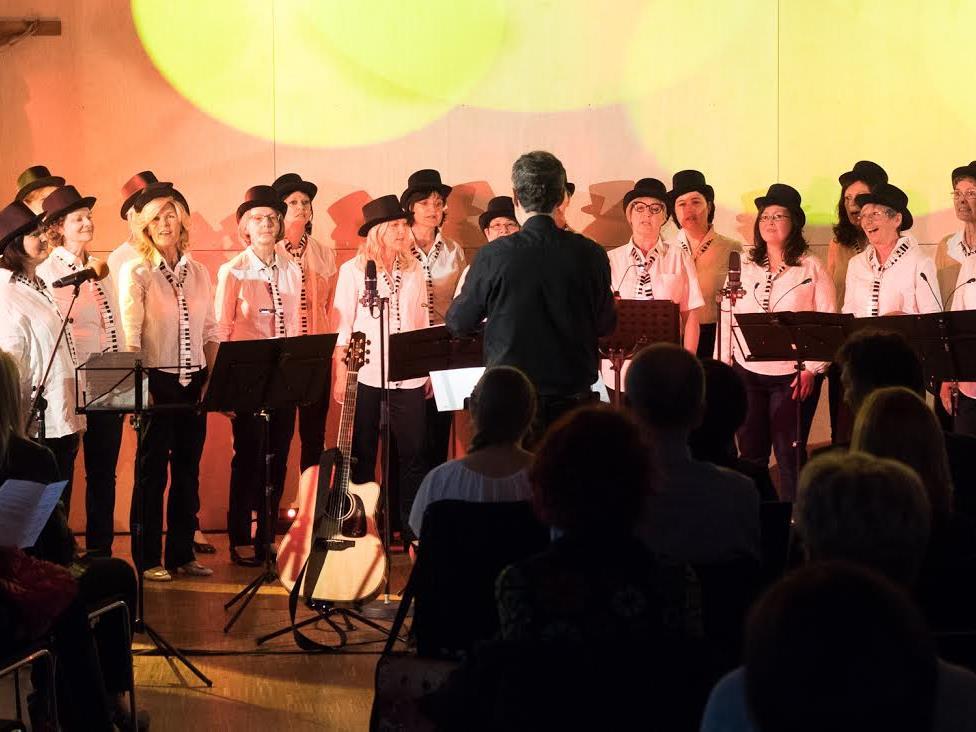 Der Frauenchor Insieme stand unter der Leitung von Wolfgang Seidl.