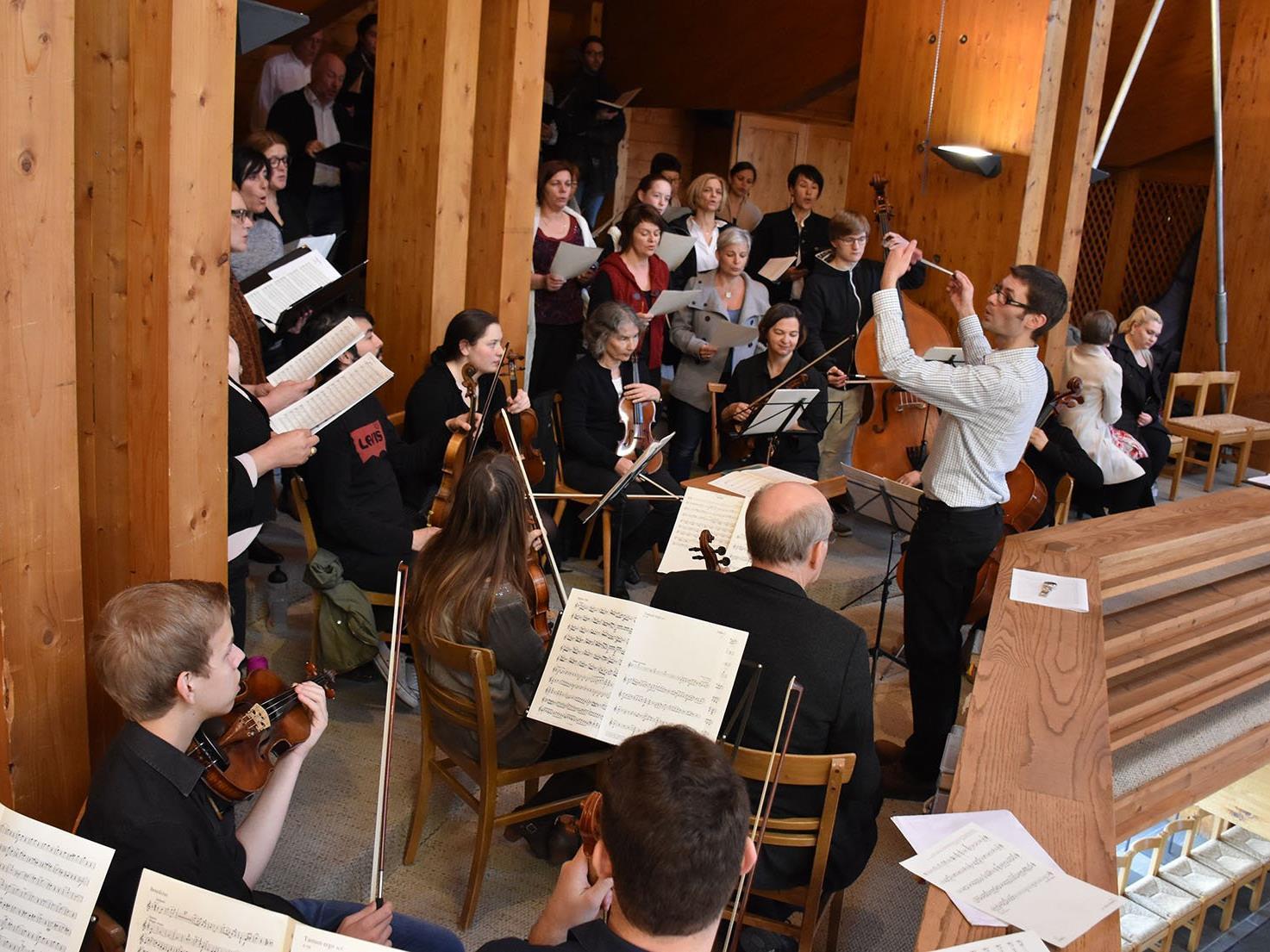 Kirchenchor und Orchester der Pfarre Frastanz (Dankmesse zum Ende der Wintersaison 2015/2016 in der Neuen Pfarrkirche Lech)