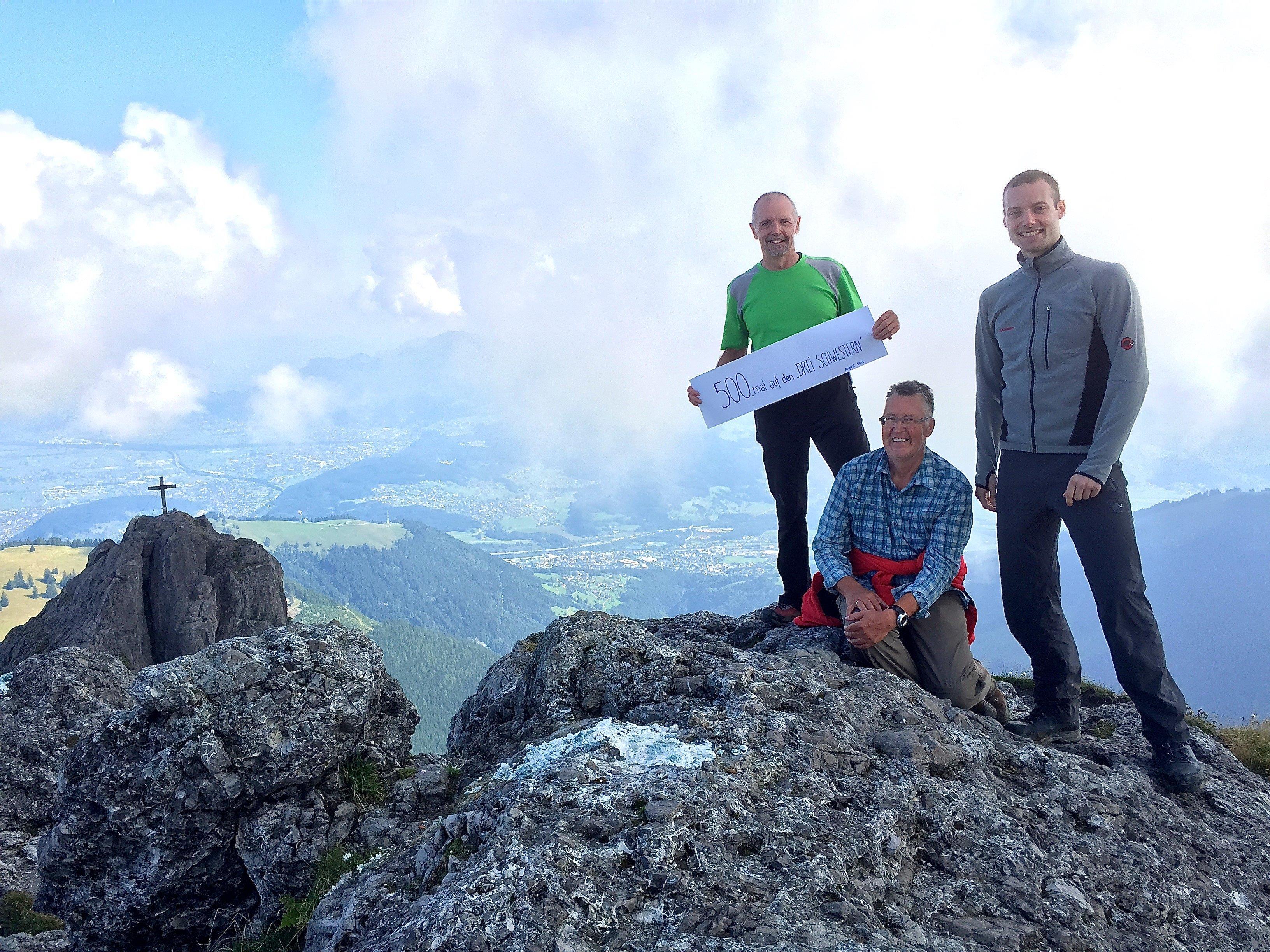 Der Fellengattner Franz Mayer (links) bestieg 2015 unglaubliche 500 Mal seinen Hausberg, die Drei Schwestern.