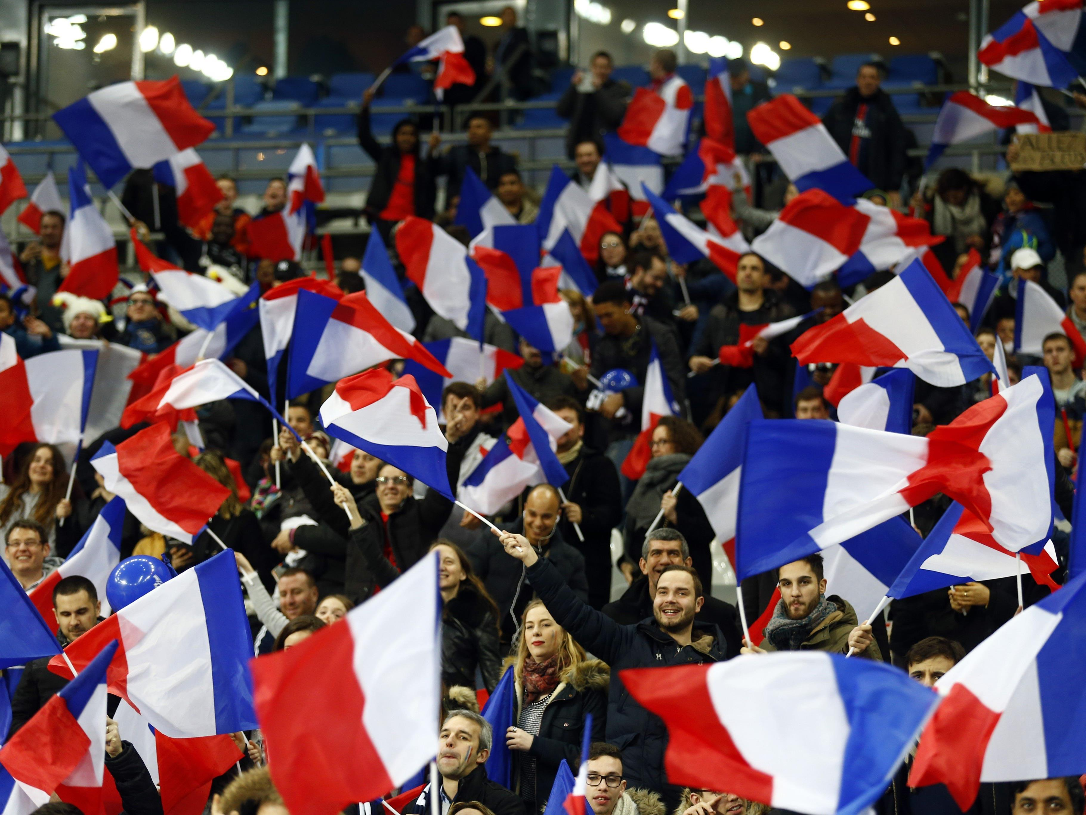 Die französischen Fans singen bei der EM 2016 auf englisch.