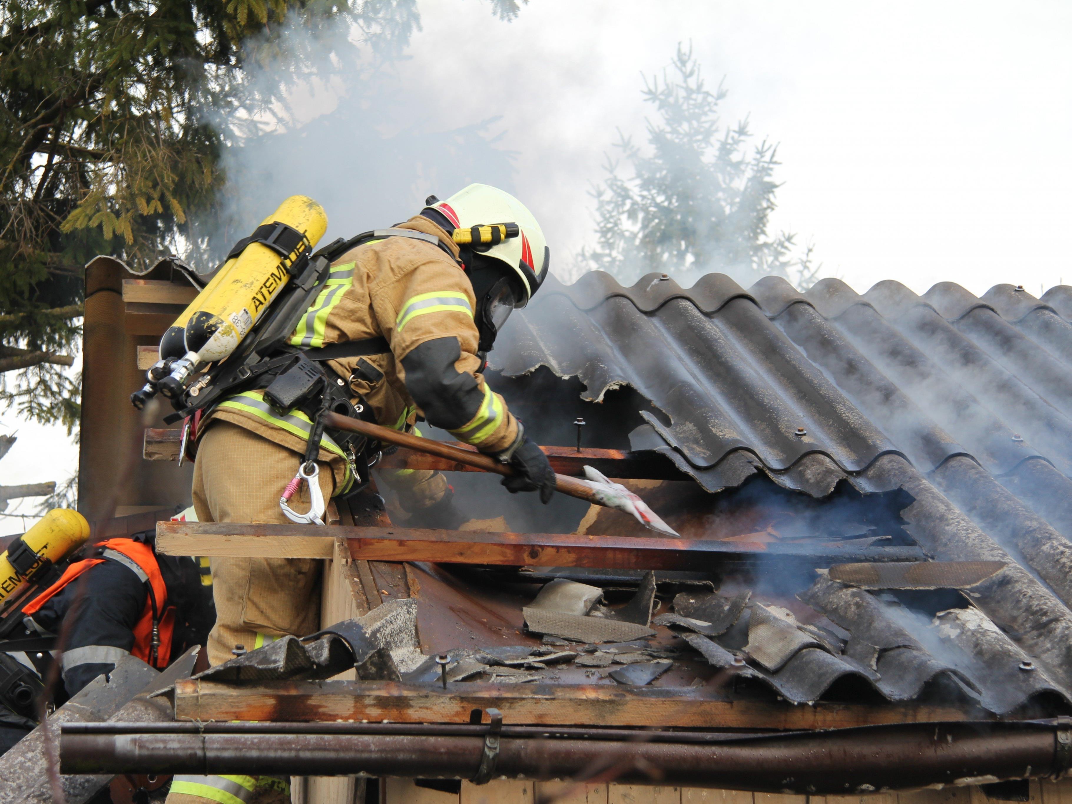Die Feuerwehr in Vorarlberg hatte 2015 rund 332 Einsätze bei Gebäudebränden.