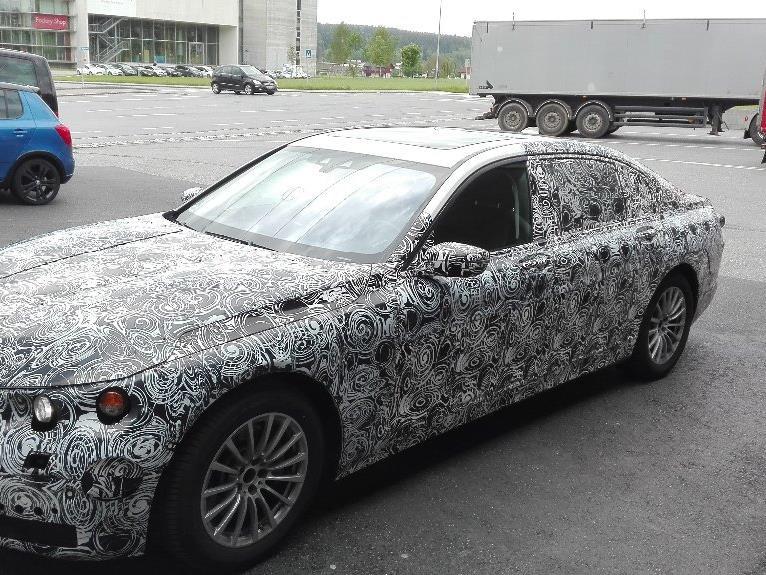 Auch BMW-Erlkönige müssen an die Tankstelle - gesichtet in Hörbranz.