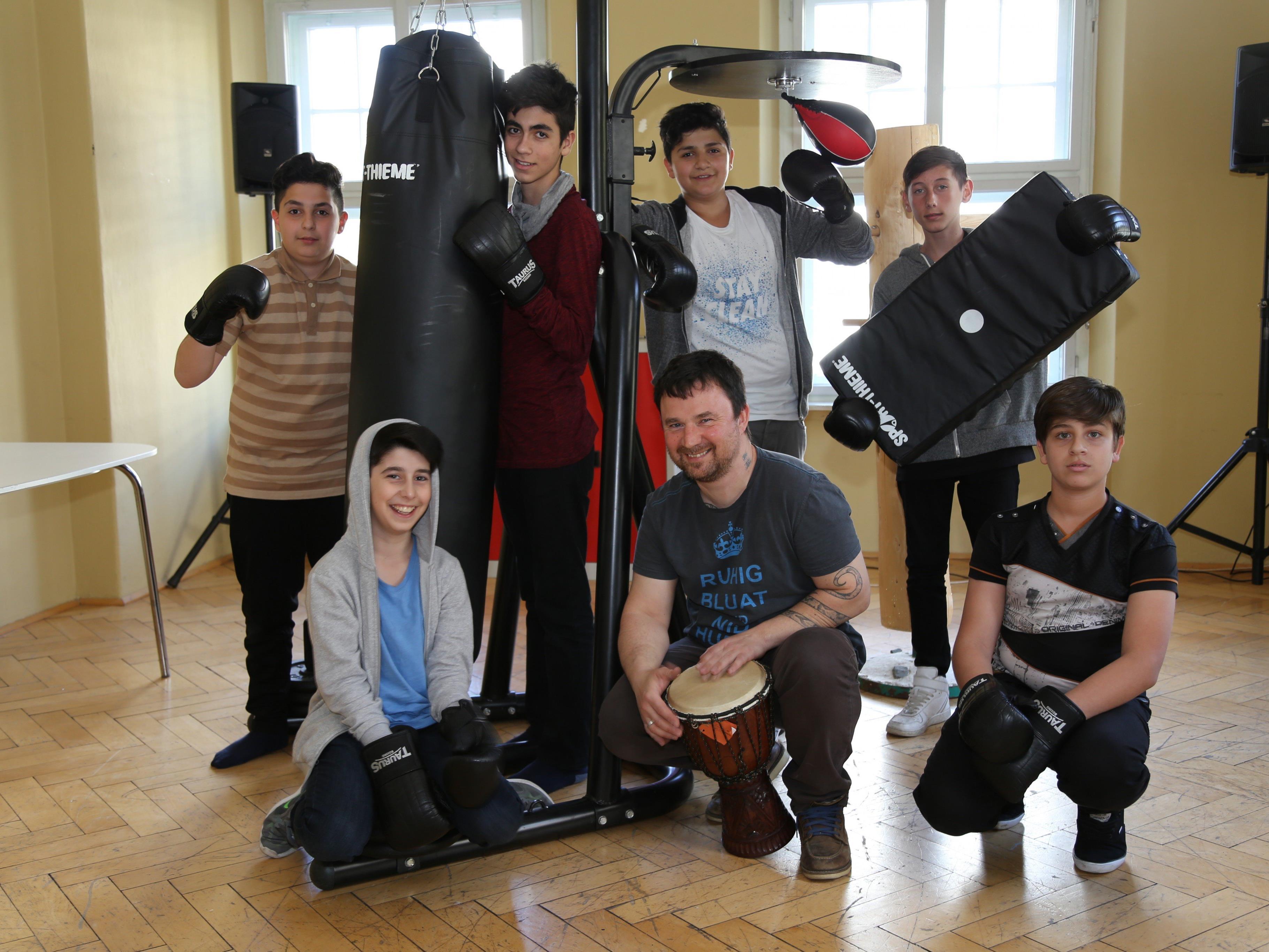 """Gegenseitiger Respekt lernen die Jugendlichen beim """"Fairen Boxen"""" im Graf Hugo."""
