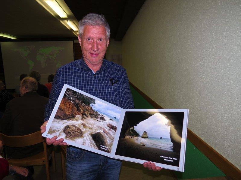 Stefan Stark referierte über Neuseeland, zeigte eindrückliche Bilder und brachte auch mehrere seiner Fotobücher mit.