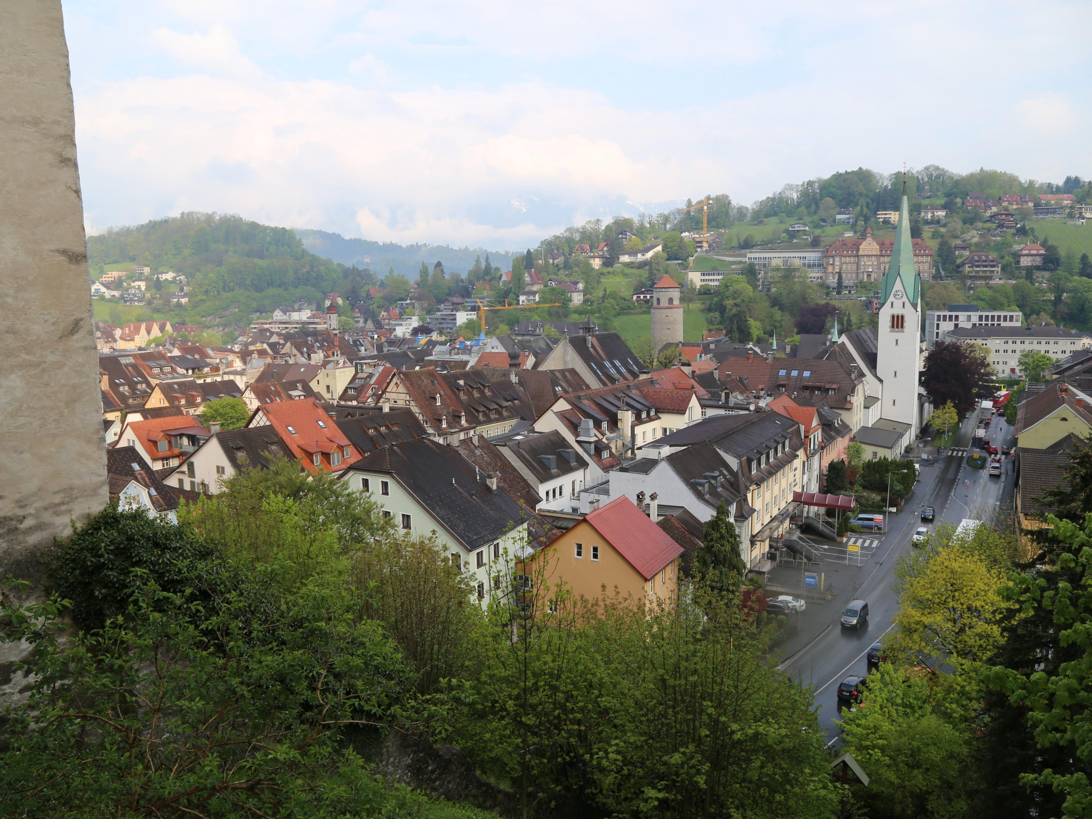 Die Feldkircher Innenstadt ist bekannt für ihre altehrwürdigen Mauern und verschiedensten Märkte.