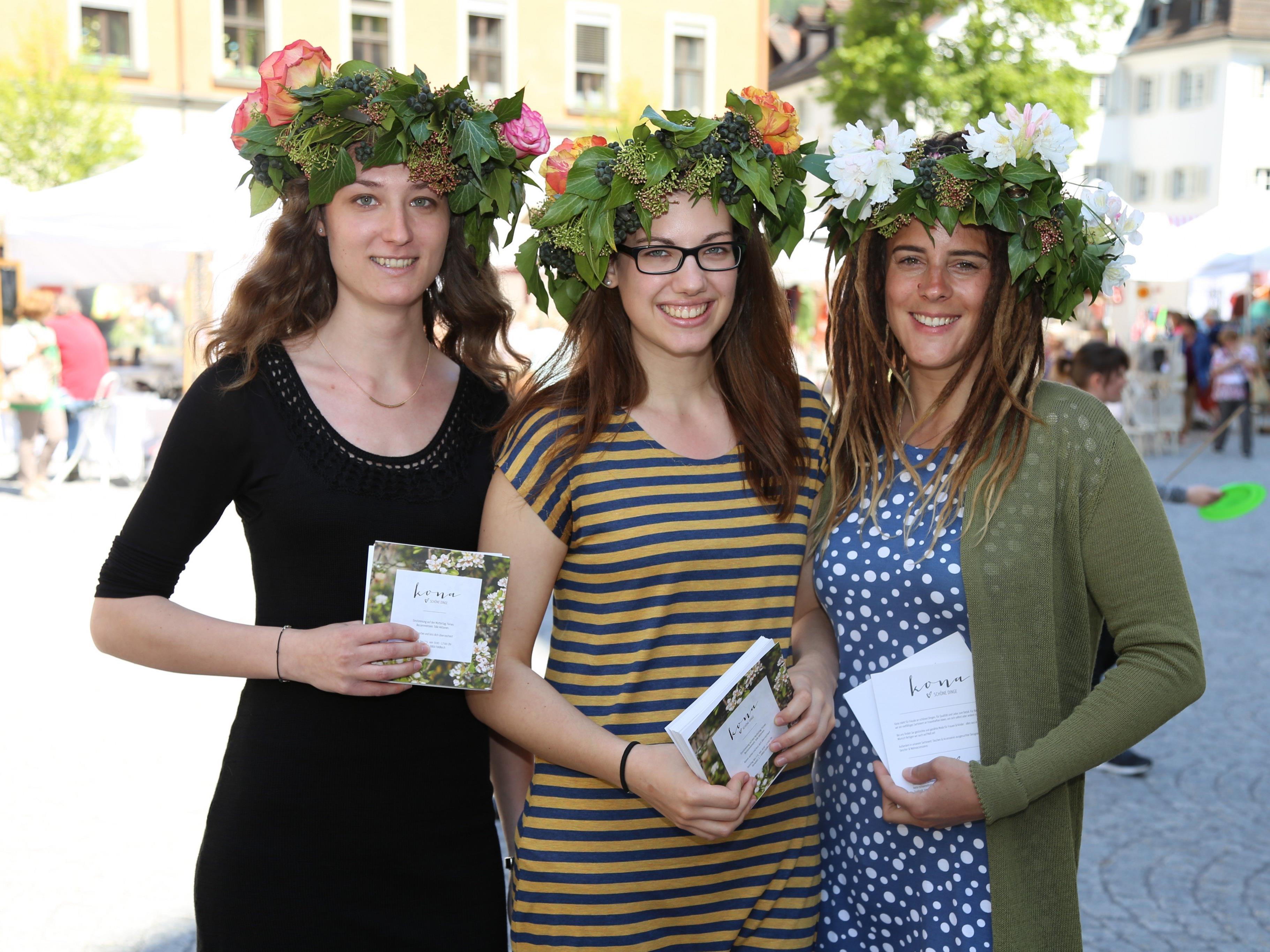 """Miriam, Julia und Annette waren Teil des Kunsthandwerksmarkt """"Weibliche Welt"""" in Feldkirch."""