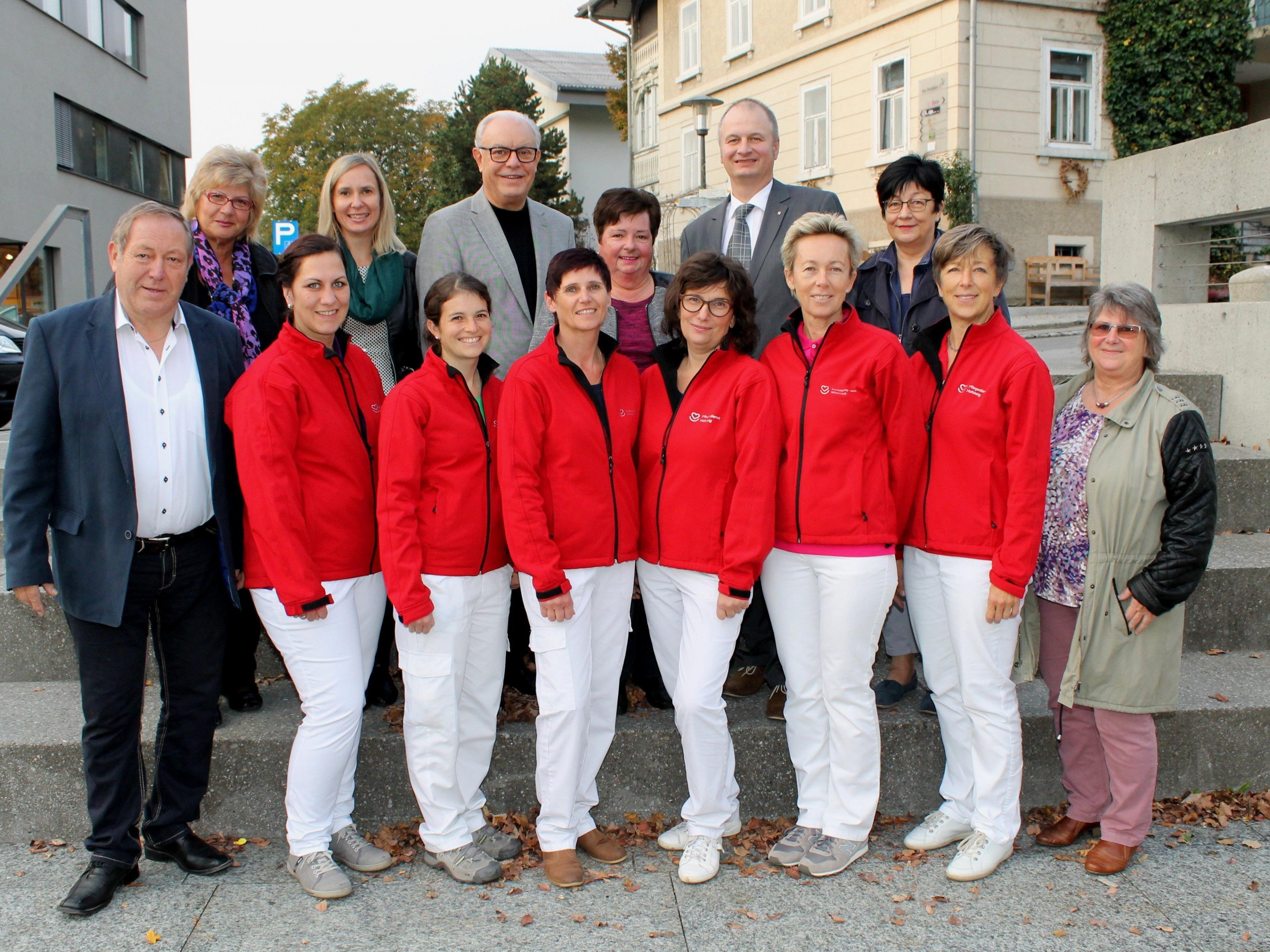 Obmann Helmut Leite (li.) mit seinem Krankenpflegevereinsteam.